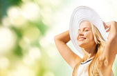 Beautiful woman enjoying summer outdoors — Stock Photo