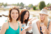 Smiling girls with champagne glasses — Stock Photo
