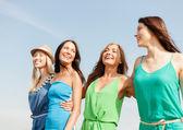 Smiling girls walking on the beach — Stock Photo