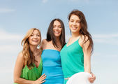 Smiling girls walking on the beach — Stock Photo