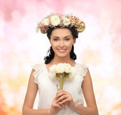 Woman wearing wreath of flowers — Stock Photo