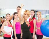 Женский тренер с выражением триумфа — Стоковое фото