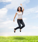 Teenage girl in white blank t-shirt jumping — Stockfoto