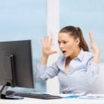 gestresste Frau mit computer — Stockfoto #39658349