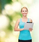 спортивный женщина с планшетным пк — Стоковое фото