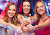 Three women showing thumbs up — Stockfoto