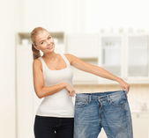 Sporty woman showing big pants — Stockfoto