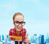 Student in glasses with folders showing thumbs up — Foto Stock
