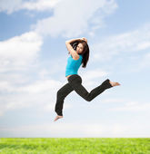 Sporty woman jumping in sportswear — Stockfoto