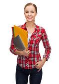 Lachende student met mappen en tablet pc — Stockfoto