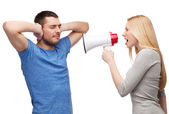Girlfriend screaming though megaphone at boyfriend — Stockfoto