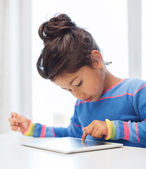 Little girl with tablet pc — 图库照片