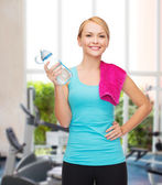 Sporty woman with towel and watel bottle — ストック写真