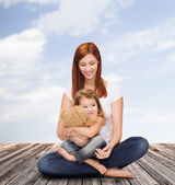 Happy mother with adorable girl and teddy bear — Stok fotoğraf