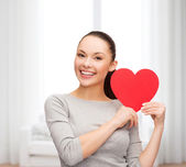 Smiling asian woman with red heart — Stockfoto