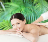 Smiling woman in spa salon getting massage — Stok fotoğraf