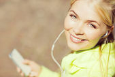 Woman listening to music outdoors — Stock Photo