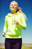 Mulher correr ao ar livre — Foto Stock