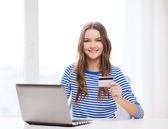 Smiling teenage gitl with laptop computer at home — Foto Stock