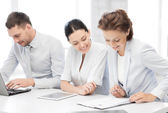 Business team working in office — Stockfoto