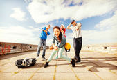 集团的青少年舞蹈 — 图库照片