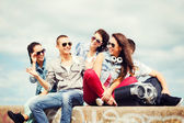 Group of teenagers hanging out — Foto Stock