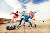 Group of teenagers dancing — Foto Stock
