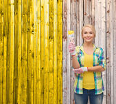 Smiling woman with paintbrush — Stock fotografie