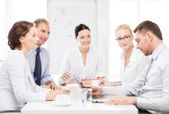 Zespół firmy o spotkanie w biurze — Zdjęcie stockowe