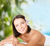 Beautiful woman in spa salon — Stockfoto