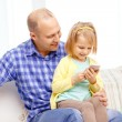 Happy father and daughter with smartphone — Stock Photo
