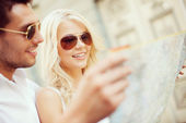 Couple with map in the city — Stock Photo