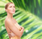 Beautiful woman in towel — Stockfoto