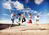 Group of teenagers jumping — Foto Stock