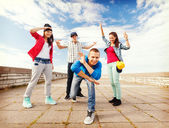Group of teenagers dancing — Stok fotoğraf