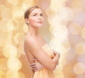 Mujer hermosa toalla — Foto de Stock