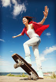 Teenage girl skating outside — Stock Photo