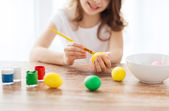 Close up of girl coloring eggs for easter — Stock Photo
