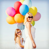 Mother and child with colorful balloons — Stock Photo