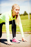 Woman doing running outdoors — Stockfoto