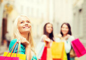 Girls with shopping bags in ctiy — Zdjęcie stockowe