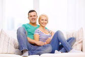 Smiling happy couple at home — Stockfoto