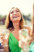 Chica con copa de champán — Foto de Stock