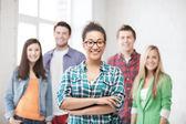 Grupp elever i skolan — Stockfoto