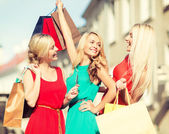 Beautiful women with shopping bags in the ctiy — Stock Photo