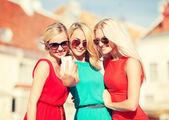 Beautiful girls taking picture in the city — Foto de Stock