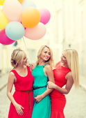 Beautiful girls with colorful balloons in the city — Φωτογραφία Αρχείου