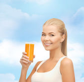 Smiling woman holding glass of orange juice — Foto de Stock