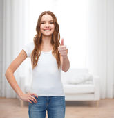 Smiling teenager in blank white t-shirt — Stok fotoğraf