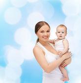 快乐妈妈与可爱的孩子 — 图库照片